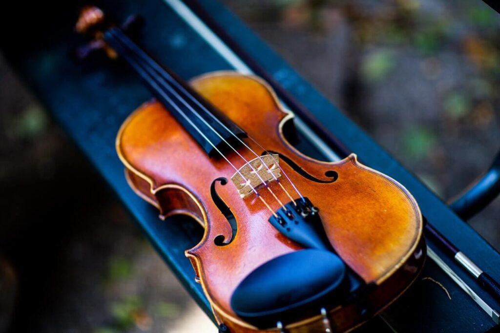 como aprender a tocar un violín